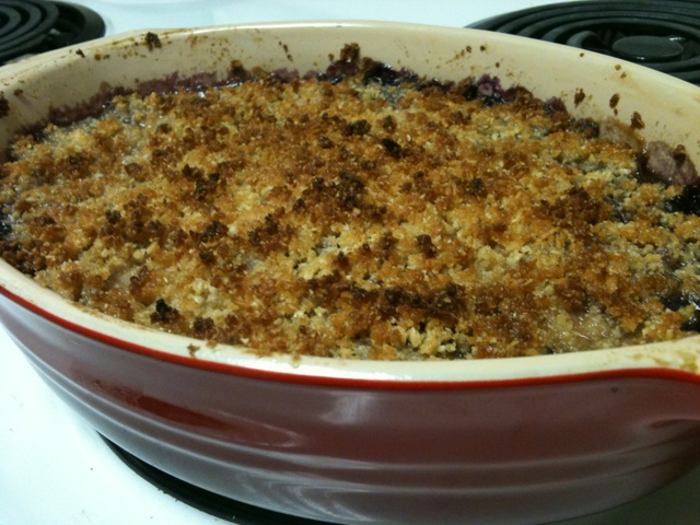 food: peach blueberry paleo crisp (1/2)